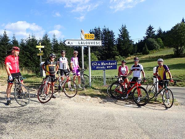 phot de groupe au sommet du col du Marchand - vacances à vélo San Farcio