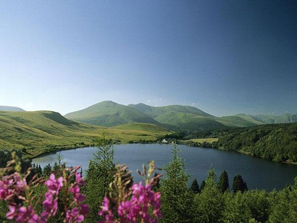 panorama lac et Mont Mézenc - vacances à vélo Haut Lignon