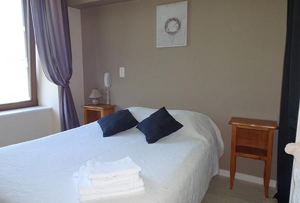 chambre hôtel Au Parfum des Bois à Saint Cirgues en Montagne - votre hébergement pour le séjour vélo Bleuets