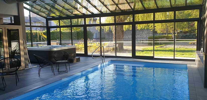 piscine hôtel de la Poste à Tence - votre hébergement pour le séjour vélo Haut Lignon