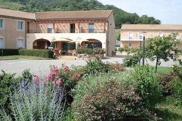 extérieur hôtel les châtaigniers à Privas - votre hébergement pour le séjour vélo castagnades